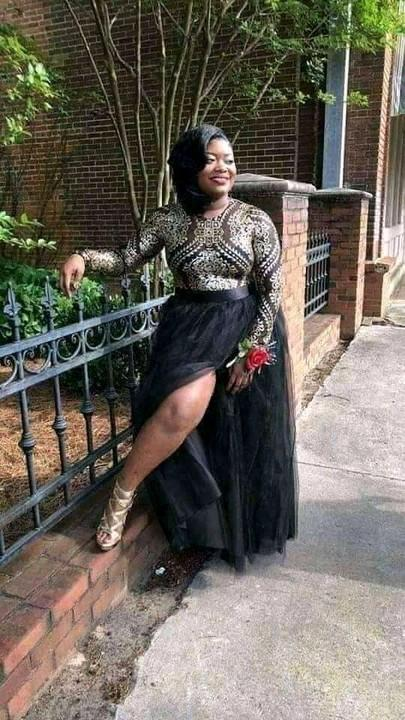 Shocking: Lady goes viral as she takes her pre-burial photos 2