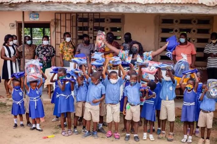 Gloria Lardi, a teacher provides bags, uniforms, and shoes for the students. (PHOTOS). 6