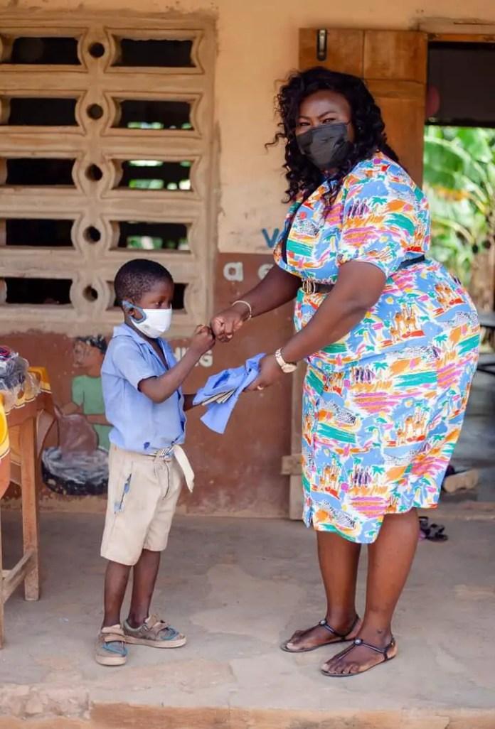 Gloria Lardi, a teacher provides bags, uniforms, and shoes for the students. (PHOTOS). 4