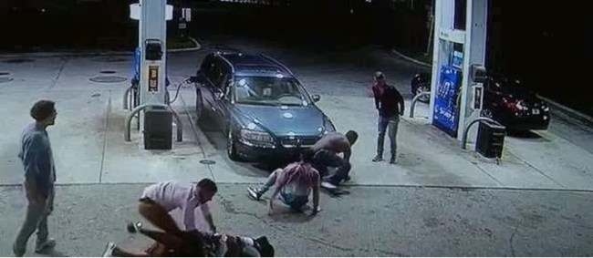 Armed Robbers Reportedly Attack Petrol Station, Make $15,000 By Selling Fuel To Customers For 3 Hours 2