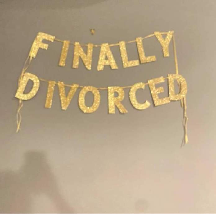 Happily divorced woman organizes a party to celebrate after 15 years of marriage - Video 4