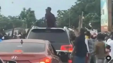 Too Much Money: Shatta sprays cash on fans in Ada (+VIDEO)