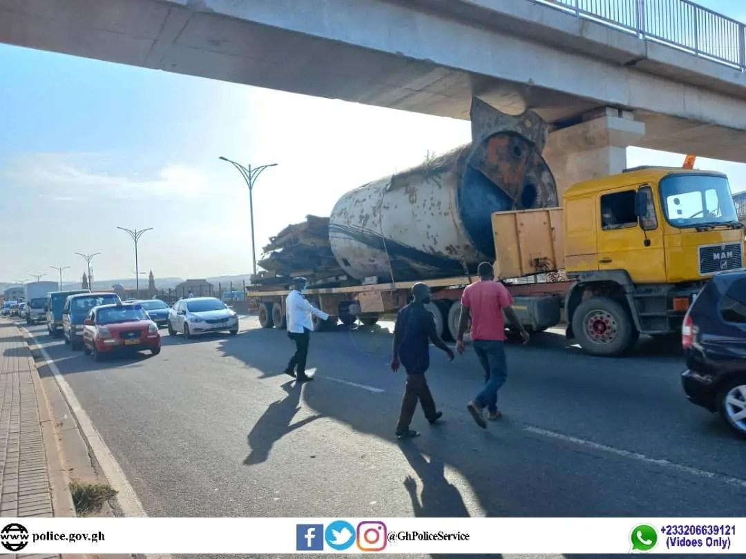 Loaded low bed truck gets stuck under the Hong Kong footbridge on the George Walker Bush motorway (+PHOTOS)