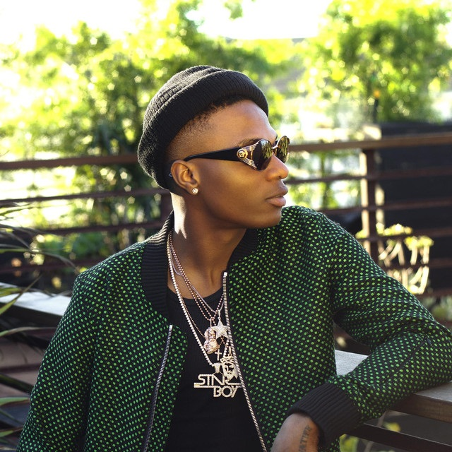 Video: Nigerians React To Wizkid Sitting On A Plastic Chair As He Waits To Perform In Ilorin - GH Gossip