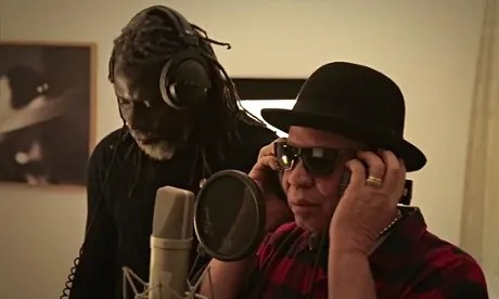 MDG : Africa Stop Ebola song : iken Jah Fakoly and Salif Keita working in studio