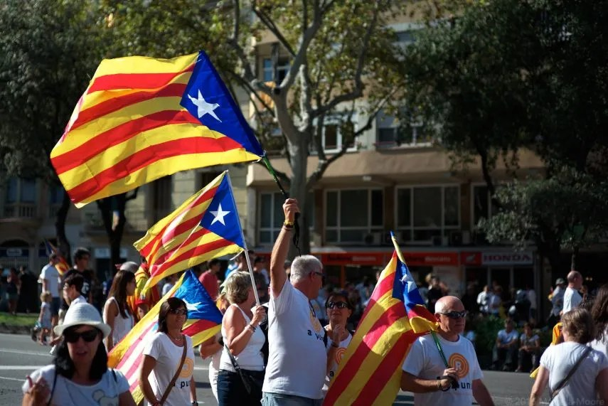 Catalogna, Madrid schiera 10 mila agenti: