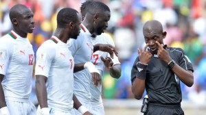 Arbitro Sudafrica Senegal