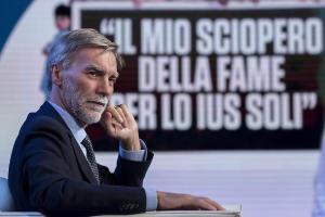 Il min. Graziano Delrio aderisce allo sciopero della fame.