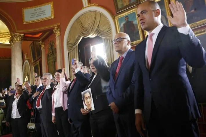 Venezuela: il giuramento alla Costituente dei neoeletti governatori regionali (fonte immagine: frontera.info)
