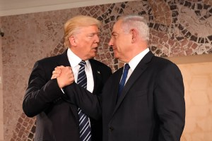 "Donald Trump, presidente USA (a sinistra) e Benjamin Netanyahu, premier israeliano (a destra), ""insieme"" per Gerusalemme capitale di Israele"