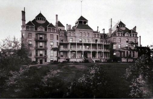 Crescent_Hotel,_Eureka_Springs,_Arkansas_-_circa_1890s
