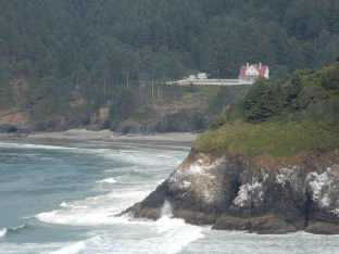 A distant look at the Heceta Head lighthouse caretaker's residence.