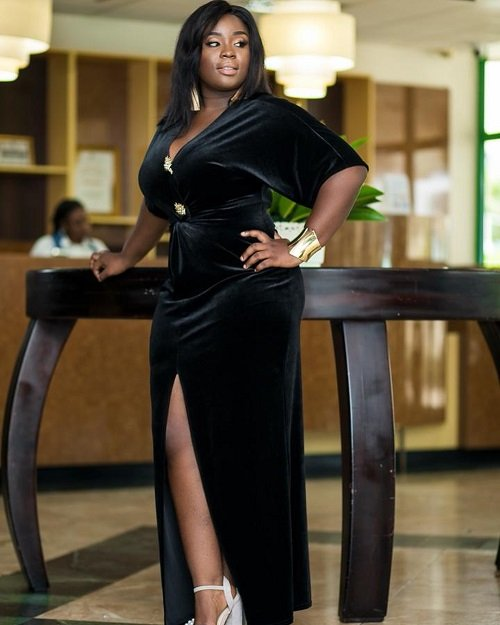 Hot Photos: Actress Maame Serwaa flaunt her over-sized b00bs in new photos – Does she really look like a virgin?