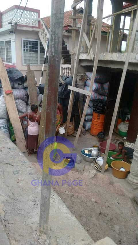 Fella Makafui Mother 1 - Photos of Fella Makafui's mother selling charcoal to survive pops up