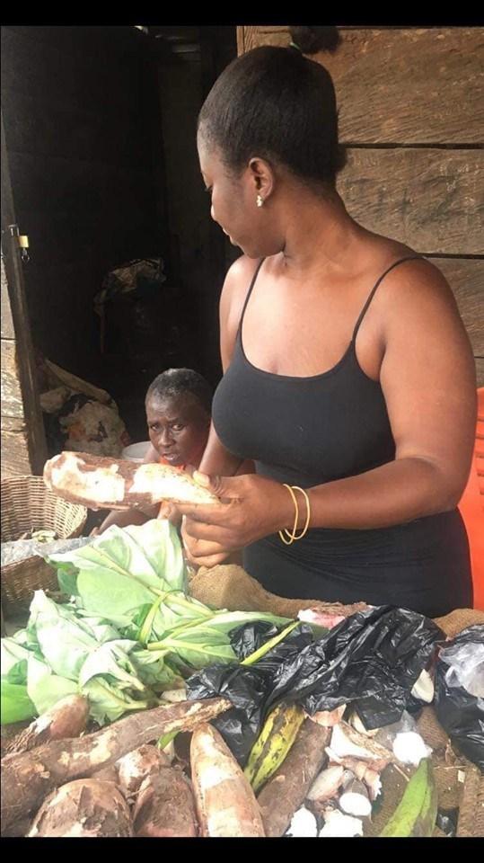 Nana Akosua Dansoa - Meet the beautiful lady who helps her mother to sell cassava