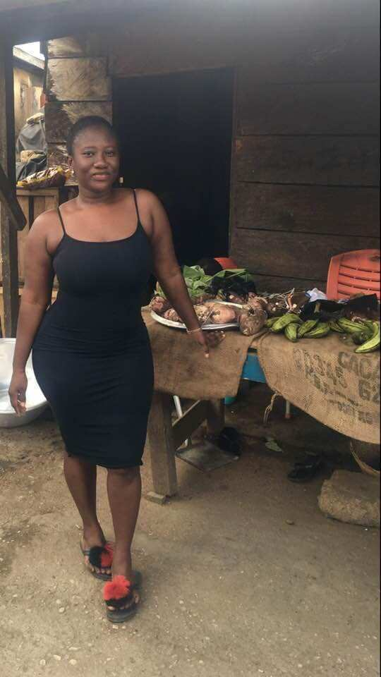 Nana Akosua Dansoa6 - Meet the beautiful lady who helps her mother to sell cassava