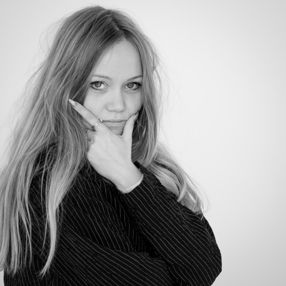 Saga Sig - Artist & Photographer.