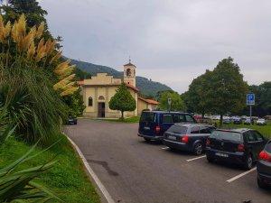 breglia parcheggio chiesa