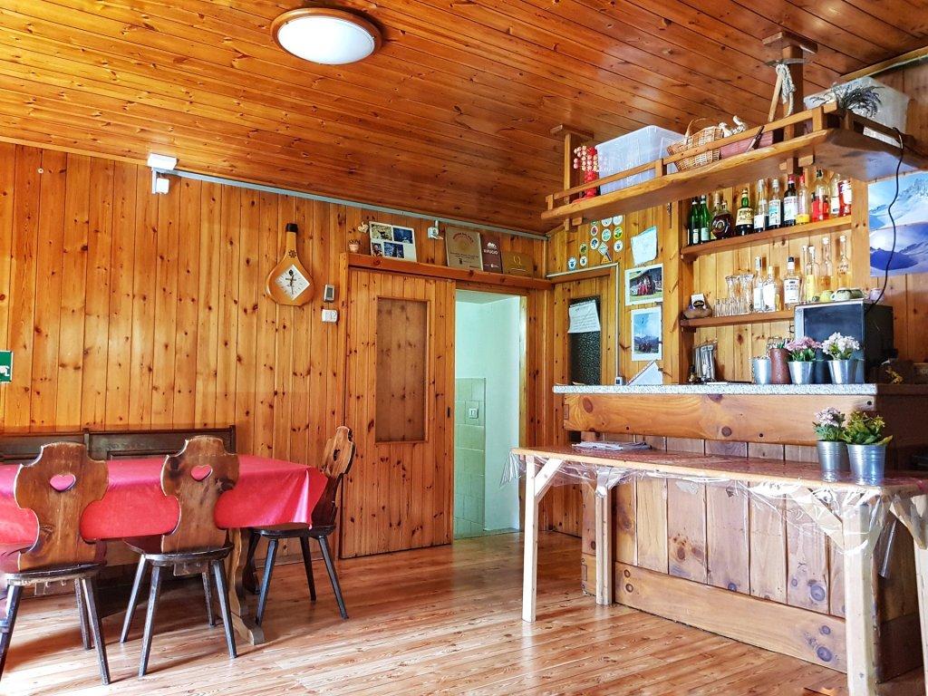 interno rifugio casera vecchia val varrone