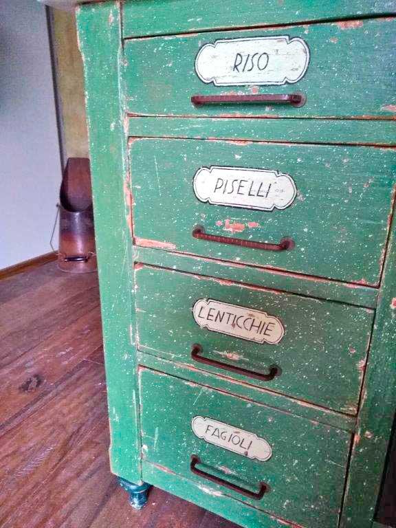Cassettiera industriale recuperata ad uso domestico
