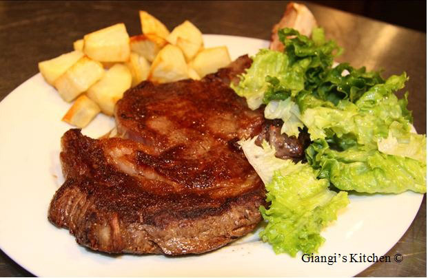 Steak-Frites-et-Salade-Copy-8x6.JPG