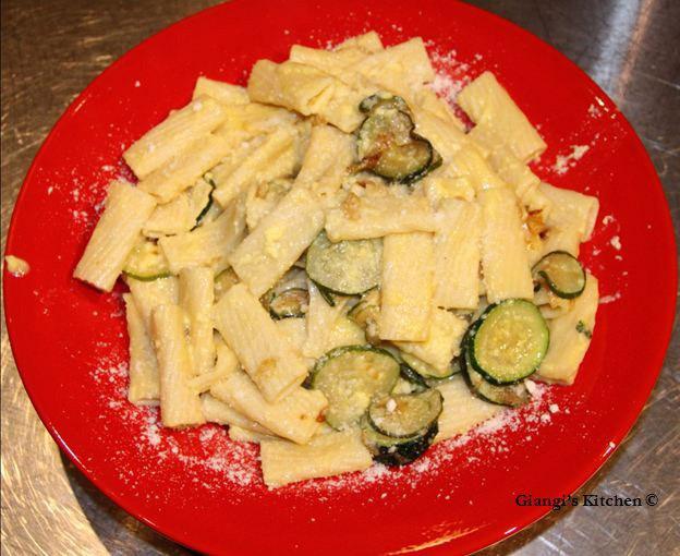 Tortiglioni-with-Zucchini-w-copyJPG-8x6.JPG
