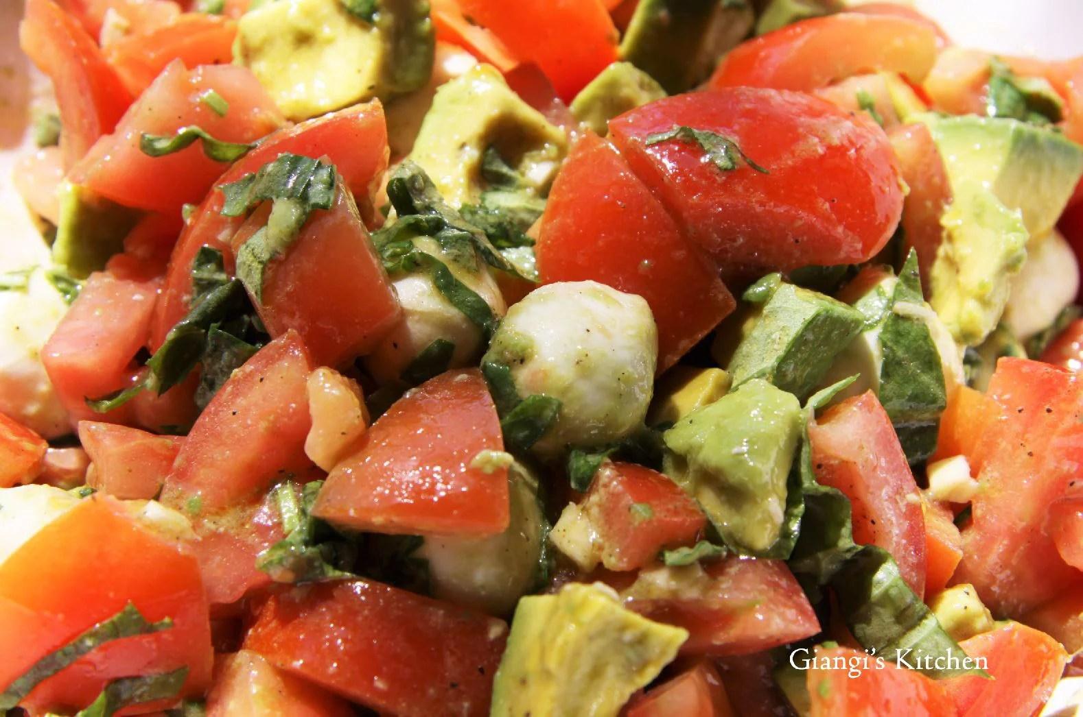 Avocado, mozzarella and tomatoes with vinaigrette