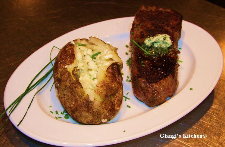 potatoe with steak copy