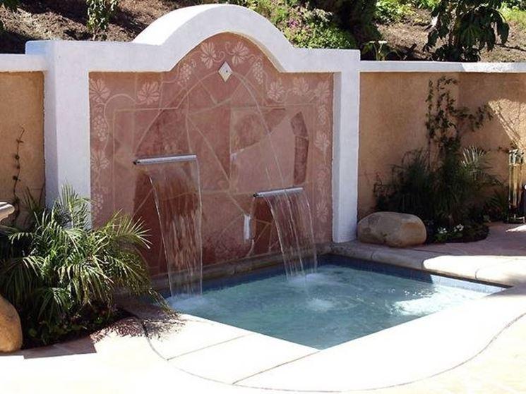Queste fontane moderne possono essere incastonate in un muretto a secco o in un semplice muro in pietra di luserna o leccese con intonacatura naturale. Fontane A Muro Fontane Fontane A Muro Fontane