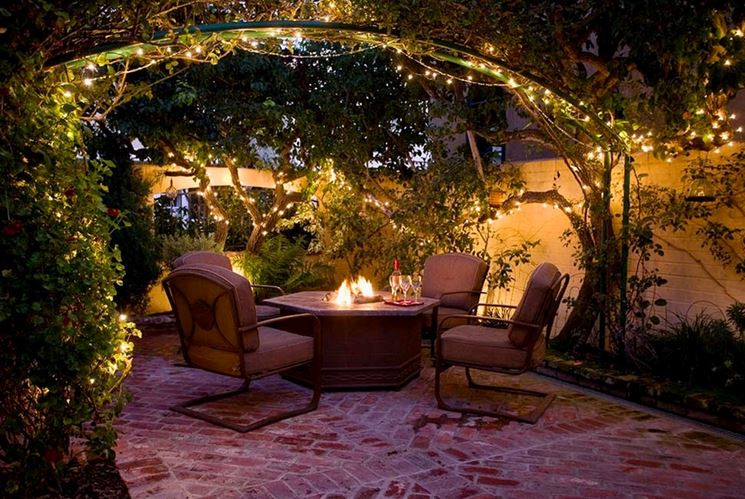 Festa in giardino via con le decorazioni giardini nel - Decorazioni per giardini ...