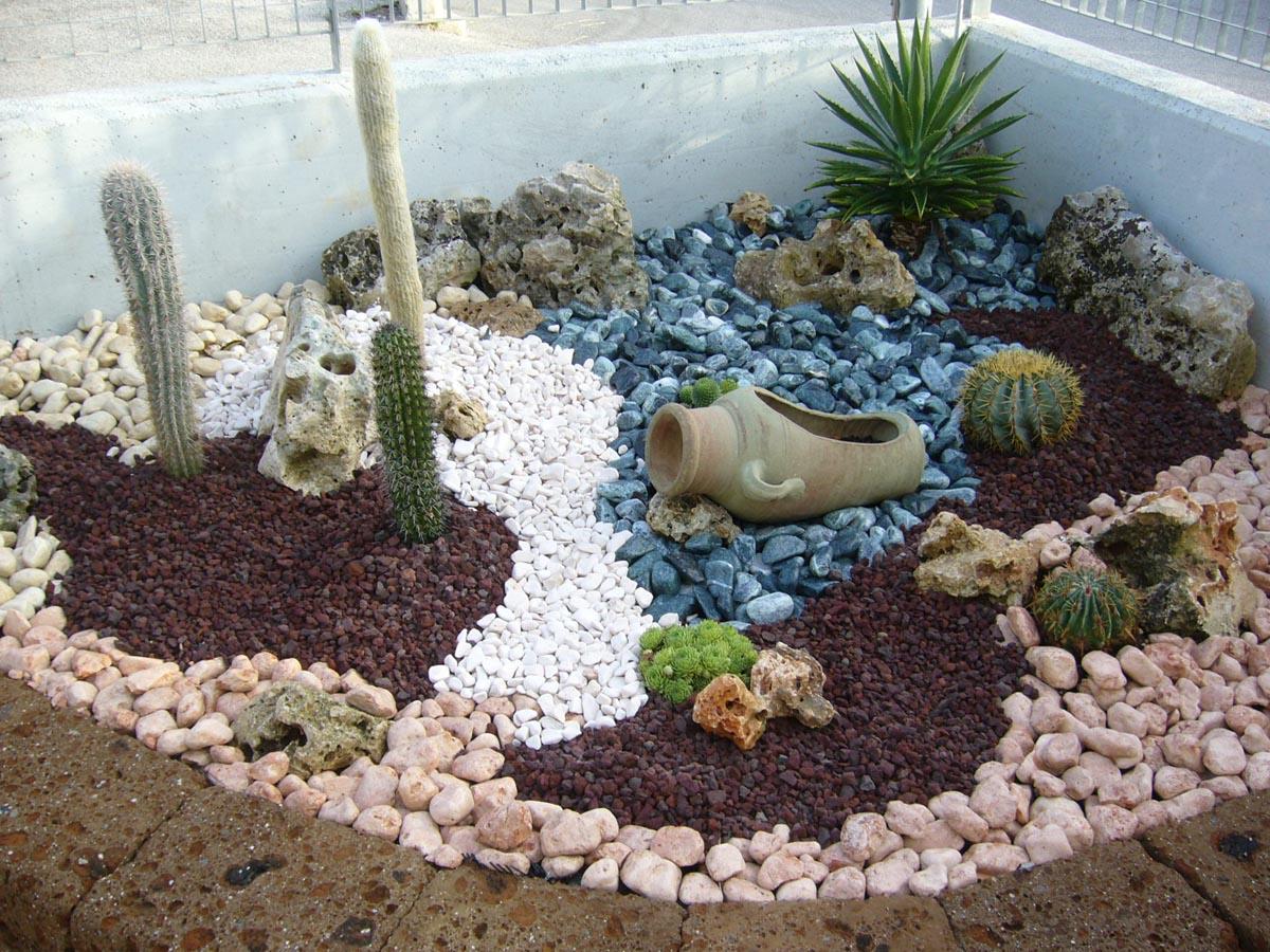 Giardini decorati con sassi abbellire un albero di ulivo for Giardini decorati con sassi
