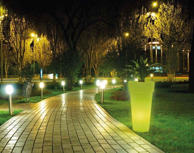 Come illuminare il giardino soluzioni per tutte le - Illuminare il giardino ...