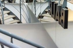 Trap en spiegel interieur BALR - Verbouw en uitbreiding winkelruimte BALR - Gietermans & Van Dijk architecten - Serena Silooy Photography
