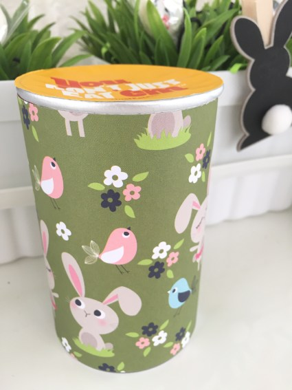 decorated Pringles can