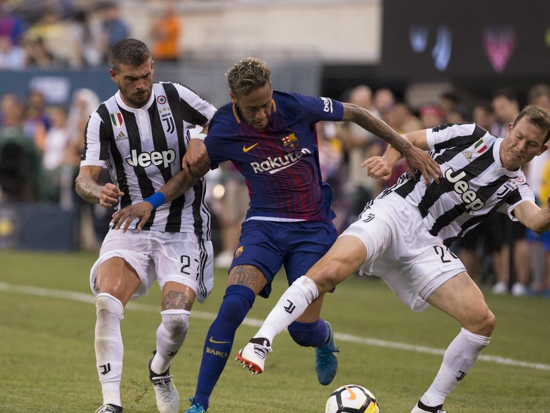 Neymar, Barcelona #11, makes his way to goal (Photo: Lev Radin)