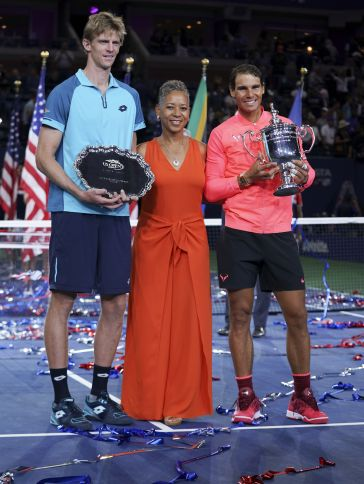Kevin Anderson from South Africa and Rafael Nadal from Spain pose with Katrina Adams the current president of the United States Tennis Association and their trophies (Photo: Lev Radin)