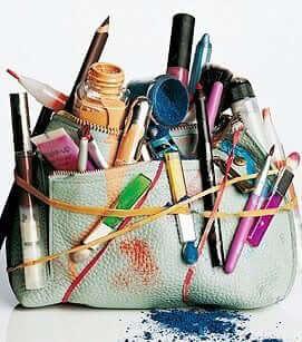messy-makeup-bag-1