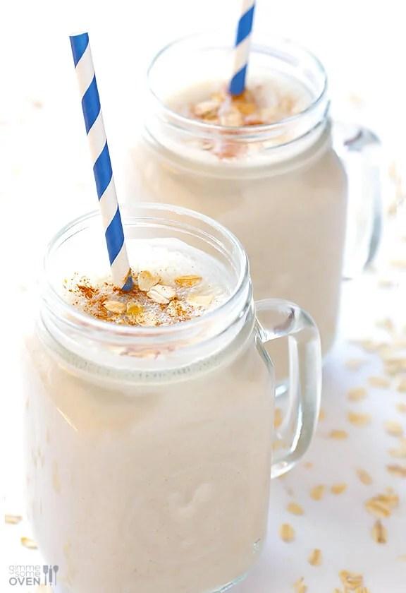 (Skinny!) Oatmeal Cookie Smoothie   gimmesomeoven.com #vegan #glutenfree