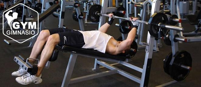 ejercicio gimnasio press declinado