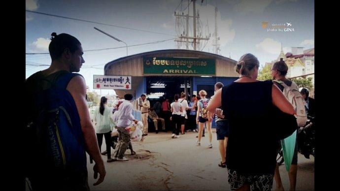 柬埔寨自由行》從泰國邊境到柬埔寨邊境到暹粒(吳哥窟)市區交通方式、超簡單泰柬邊境落地簽、超恐怖加可惡泰國邊境不被騙錢出入境解說