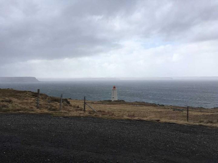 Leuchtturm Halbinsel Vatnsnes Islands Norden Roadtrip Island gindeslebens.com © Thomas Mussbacher und Ines Erlacher