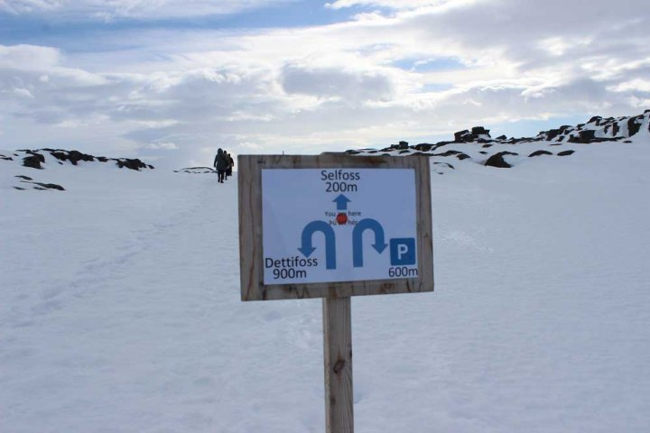 Wegweiser Dettifoss und Selfoss Roadtrip Islands Ostküste www.gindeslebens.com © Ines Erlacher und Thomas Mussbacher