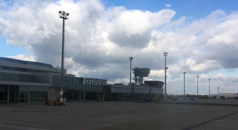 Blogparade der beste Flughafen der Welt - Flughafen Bratislava www.gindeslebens.com