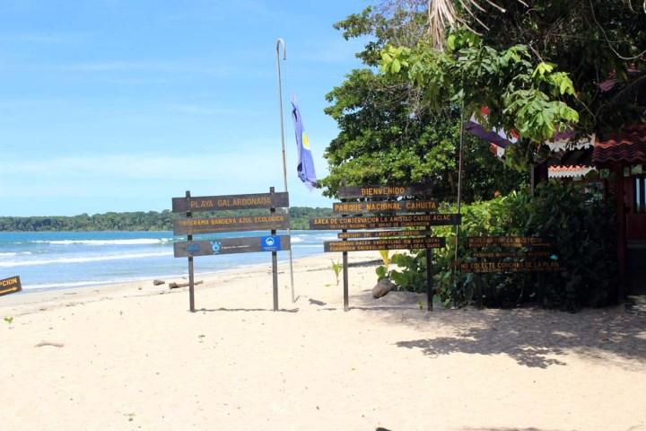 Eingang Nationalpark Cahuita Costa Rica www.gindeslebens.com