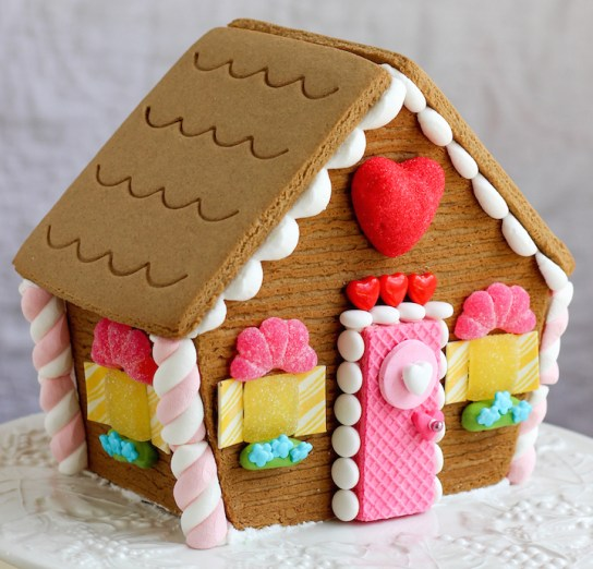 valentines gingerbread house 2015c-11