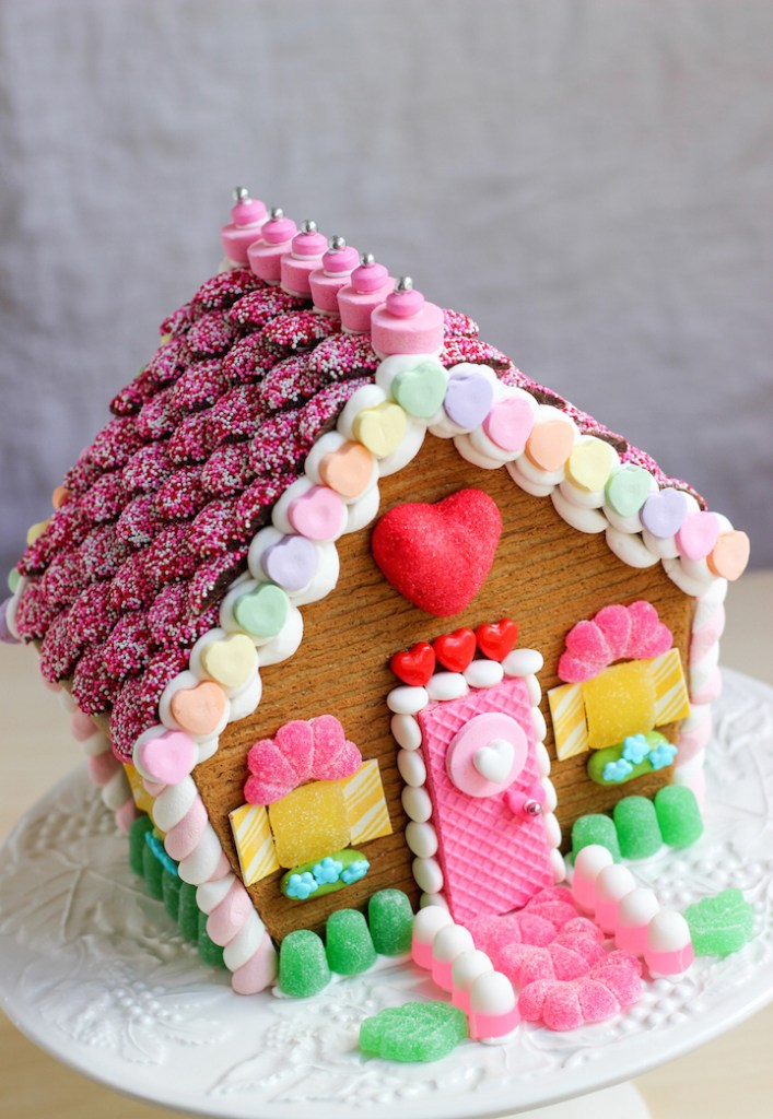 valentines gingerbread house 2015c-17