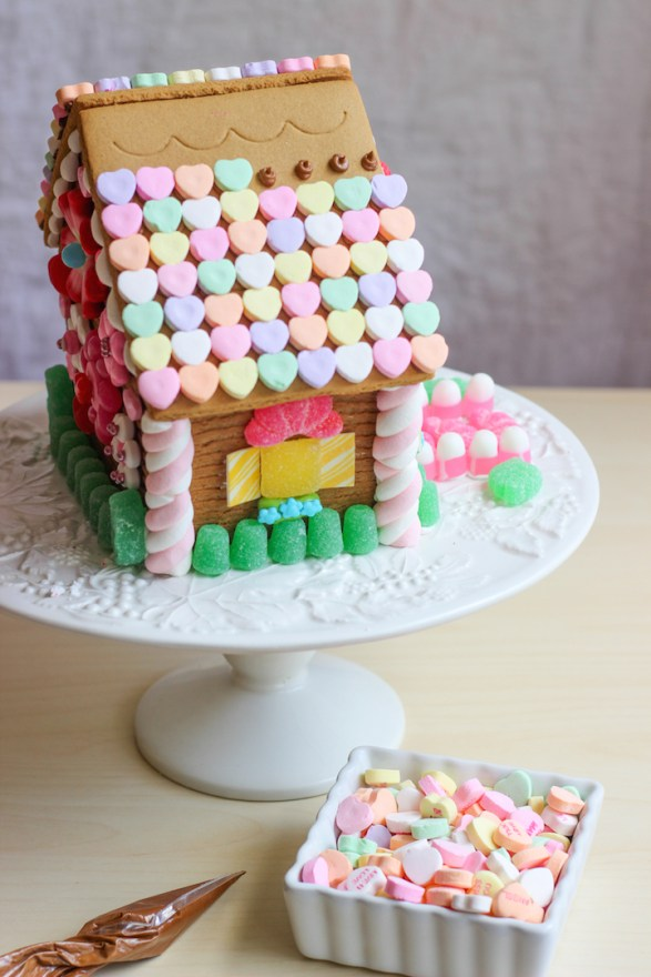 valentines gingerbread house 2015c-19