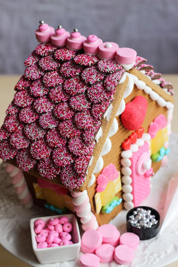 valentines gingerbread house 2015c-26