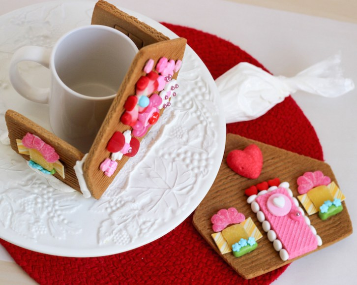 valentines gingerbread house 2015c-4