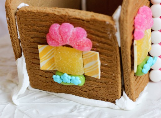 valentines gingerbread house 2015c-6